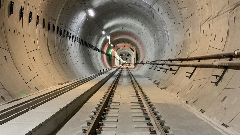 NORGES STØRSTE. Med en prislapp på 36,1 milliarder kroner er Follobanen Norges største samferdselsprosjekt. Bildet er fra nordre del av den nye tunnelen   Foto: AGIV