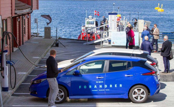Hurtiglader for elbil og -båt
